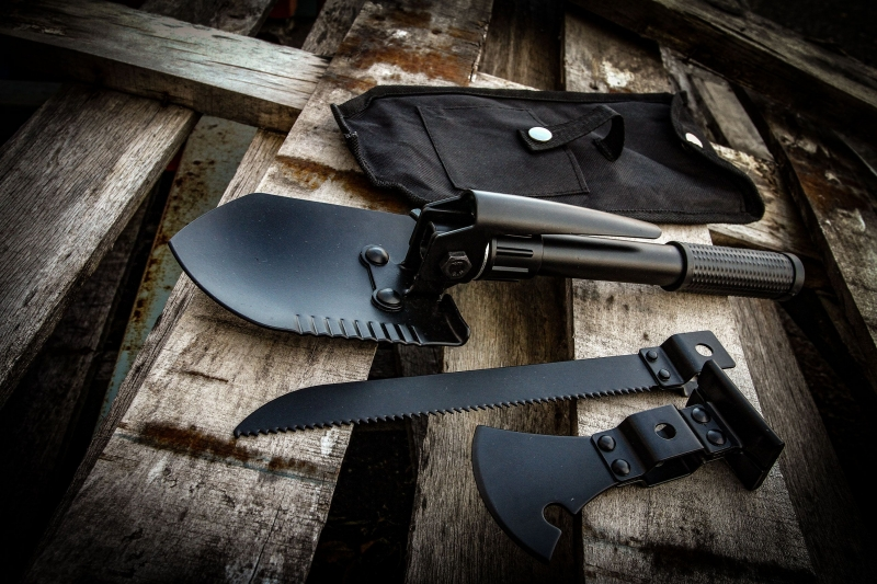 Survivor Multi Tool Shovel Axe Saw Kit